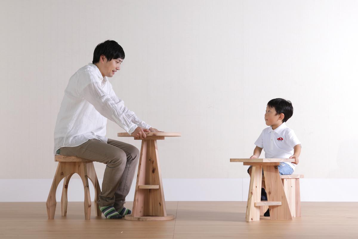 親子で無垢の家具に触れよう